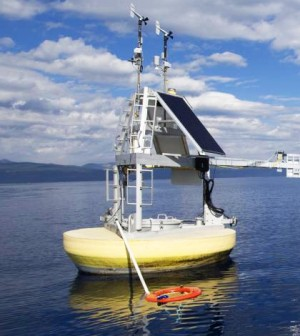 The research buoy houses a hyperspectral instrument that stares down into the lake and measures light distribution and wavelength in very fine increments. (Credit: UC Davis)