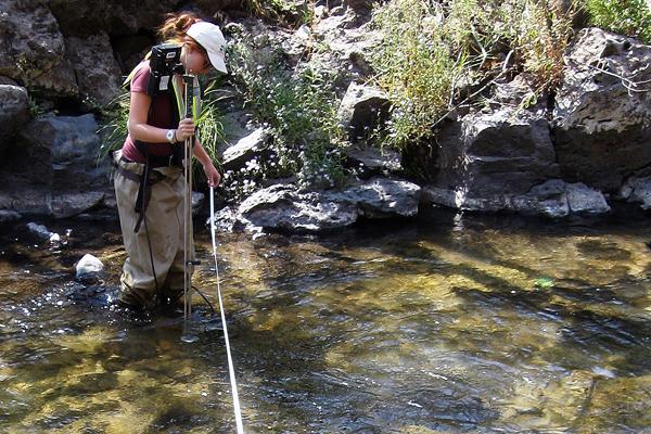 A hydrologic technician from the USGS Idaho Water Science Center measures streamflow in Fall Creek near Anderson Ranch Dam in southwestern Idaho. (Credit: John Wirt / U.S. Geological Survey)