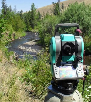 Surveying stream bed elevations on the Tucannon River, Washington (Credit: Joseph Parzych)