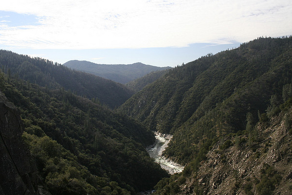 The Feather River flows through a valley near Feather Falls, California. (Credit: Justin Rocha via Creative Commons 2.0)
