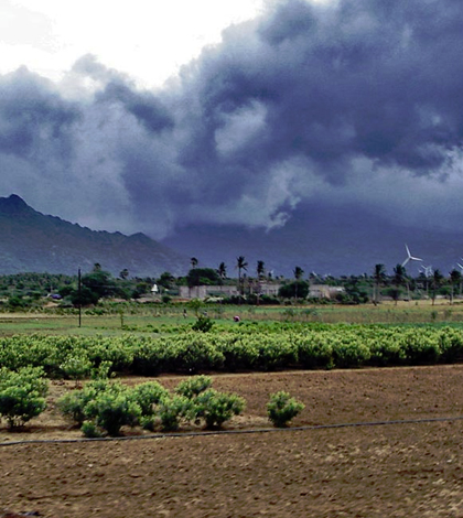 Advancing monsoon clouds and showers in Inda circa 2006. (Credit: PlaneMad via Creative Commons 3.0)
