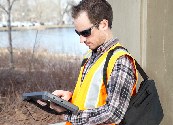 Hand straps and carrying cases are available as accessories with the Trimble Kenai. (Credit: Trimble)