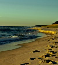 Lake Michigan coast. (Credit: Dustin Tinney via Creative Commons 2.0)